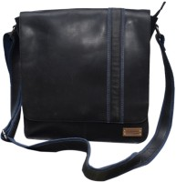 Le Craf Parker Messenger Bag Black-04