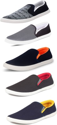 SCATCHITE Slip On Sneakers For Men